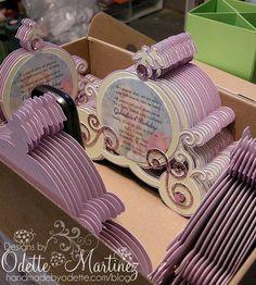 Esta última invitación es una que encontré en la web, son en cartón y hacen alusión a la calabaza que transporta a Cenicienta al palacio:
