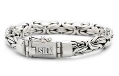 SILK Jewellery Armband zilver 'Shiva' 20 cm 359. Zilveren armband uit de 'Stone-serie'. Deze gevlochten zilveren armband is een echte favoriet. De band is ongeveer 9 mm breed, 20 cm lang en siert zowel mooi aan mannen als vrouwen polsen.