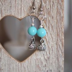 """Paire de boucles d'oreille """"coccinelle"""" à perle bleu pastel"""
