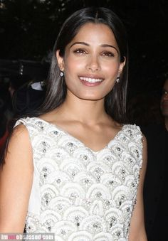 CELEBRITIES, RUMORS, GOSSIP ETC. @BecauseImFreida @FreidaPinto As you well know, we are not into celebrities, gossip and stuff, but we all have our weaknesses and contradictions, and Freida is a big crush for us <3 Freida Pinto is now single so, sorry, but we can't pretend to be sad :) Yes she is just unbelievably gorgeous, that's it.  She should be a Jardins Florian ambassador, well one day... http://en.wikipedia.org/wiki/Freida_Pinto