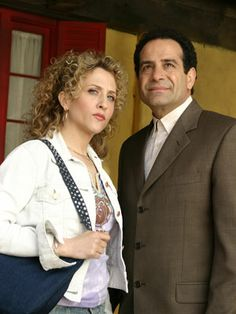 Bitty Schram e Tony Shalhoub Best Mysteries, Cozy Mysteries, Monk Tv Show, Adrian Monk, Tony Shalhoub, Detective, Here's The Thing, Comedy Show, Great Tv Shows