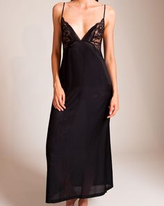 Experience the Jazz Time long nightgown from La Perla luxury sleepwear.  Wireless Leavers lace cups adorn the silk cotton blend full length gown. d60ffe866