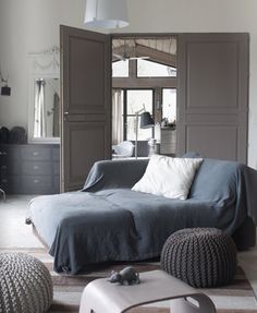 Love blue and grey together!