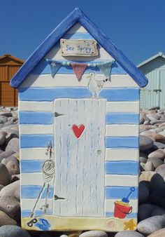 Ceramic Beach Hut - number on door Clay Projects, Clay Crafts, Wood Crafts, Diy And Crafts, Clay Houses, Ceramic Houses, Bird Houses, Beach Huts Art, Beach Art