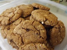 Healthy Peanutty Cookies   Mom Essentials Healthy Cookie Recipes, Healthy Deserts, Healthy Cookies, Healthy Treats, Healthy Eating, Time To Eat, How To Eat Better, Poses, Critic