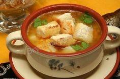 Ингредиенты:  свиныеребра (копченые)-500 гр. горох - 300 гр. сельдерей - 100 гр. картофель - 3-4 шт. лавровый лист - 3 шт. лук (репчатый) - 1шт. морковь - 1 шт. петрушка - 2 веточки перец (черный молотый) - по кусу соль - по вкусу   Способ приготовления:   Заранее, желательно с вечера поместитьгорох в воду. Залить ребра водой в кастрюле и довести до кипения. Удалить пену и варить ребра 40 минут, после варки вынуть их из кастрюли. Слить с гороха воду и засыпать его в получившийся от…