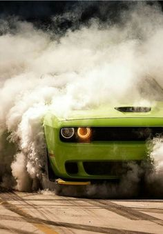 Dodge Challenger Burnout Can't wait to do this shiiiiiii it - Love Cars Porsche, Us Cars, Sport Cars, Rolls Royce, Bugatti, Carros Bmw, Dodge Challenger Srt, Latest Cars, Expensive Cars