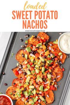 Loaded Sweet Potato Nachos Tasty Vegetarian Recipes, Vegan Dinner Recipes, Vegan Dinners, Veggie Recipes, Mexican Food Recipes, Whole Food Recipes, Cooking Recipes, Healthy Recipes, Yummy Healthy Food