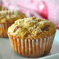 Aunt Norma's Rhubarb star-These fabulous muffins have a crunchy sweet sugar topping and are great with no extra added butter or jam. Muffin Recipes, Baking Recipes, Dessert Recipes, Dessert Ideas, Brunch Recipes, Healthy Recipes, Rhubarb Recipes, Rhubarb Desserts, One Pan Meals