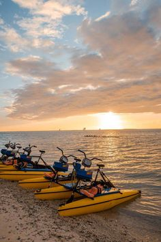 Ultimate Florida Keys Road Trip Itinerary: Miami To Key West in 5 Days: Things to do in Key West Road Trip Florida, Florida Vacation, West Florida, Key West Resorts, Key West Vacations, Boston Travel, Chicago Travel, Florida Keys Honeymoon, Road Trip Photography