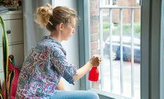 Sichtschutz: selbsthaftende Folie fürs Fenster