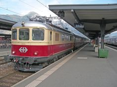 Afbeeldingsresultaat voor rheingold schweiz Train Suisse, Rail Transport, Swiss Railways, Electric Train, Belle Photo, Switzerland, Transportation, Europe, Photos