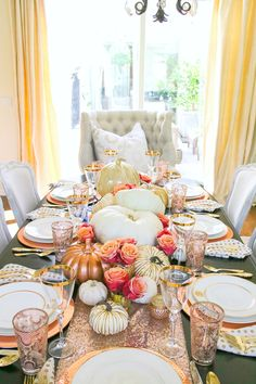 tips for how to set an elegant rose gold fall table, using copper chargers, fresh white pumpkins, gold and mercury glass pumpkins and roses Fall Table Settings, Thanksgiving Table Settings, Thanksgiving Tablescapes, Thanksgiving Decorations, Table Decorations, Thanksgiving Ideas, Holiday Ideas, Friendsgiving Ideas, Thanksgiving Flowers