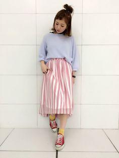 セットフェアスタート!!! 春らしい華やかさが印象的なストライプスカート。ふんわりとしたギャザースカートは履き心地も抜群です。1着でコーデの主役になるのでトップスはシンプルなものがオススメです。