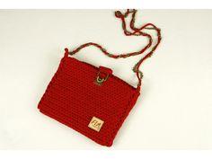 Crossbody kabelka háčkovaná z recyklovanej tričkovlny  Welcome yarn .  Má kovové zapínanie a retiazku ako popruh. Bags, Fashion, Handbags, Moda, La Mode, Dime Bags, Fasion, Lv Bags, Purses
