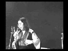 Μαρία Φαραντούρη - Μια θάλασσα μικρή - YouTube Greek Music, Traditional, Youtube, Essen, Youtubers, Youtube Movies
