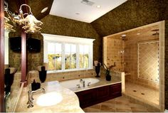 Great looking big bathroom!
