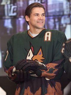 Teppo Numminen of the Phoenix Coyotes Nhl, Coyotes Hockey, Phoenix Coyotes, Arizona Coyotes, National Hockey League, Sports Humor, Hockey Players, Cardinals, Nashville