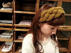インスタ(Instagram)ピン(Pinterest)で多く見かけるニットのヘアバンド・ターバンの簡単な編み方紹介します。