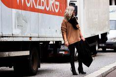 Fashionblogger modelovers, Acne Studios Boots, Celine Trio bag, Celine sunglasses, Isabel Marant scarf, camel sweater and Granny hair