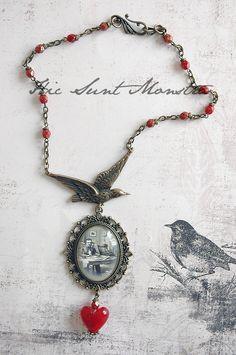 """Collana """"The Dead Poets Society - Mr Poe"""" con cammeo, corvo, cuore in vetro…"""