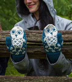 Oh so cute Owl mittens! These would be great for gifts, I bet they are fast!
