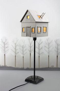 Lampe de table ou de chevet maison en carton par LifeInCardboard
