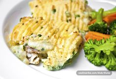 Jedno od tradicionalnih jela u Velikoj Britaniji, iako se zove pie = pita, ne radi se o tradicionalnoj piti kakvu je mi poznamo. Rijec je o mijesanoj ribi u finom umaku pokrivenoj sa slojem zapecenog krumpira. Riba koja se koristi je uglavnom bijela pomijesana sa skoljkasima ili ostalim mekuscima.