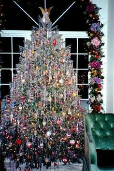 ♡♡♡♡♡♡♡♡♡ Love the tinsel! Looks like a tree from my childhood!!