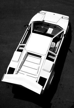 So cool! The iconic straight lines of the legendary Lamborghini Countach. Click to buy! #perfection #autoart