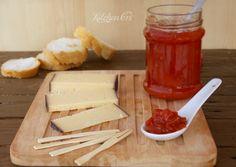 Pomodorini in marmellata..deliziosa in abbinamento a formaggi dolci e a media stagionatura. Chutney, Soul Food, Pesto, Dairy, Salsa, Cheese, Cooking, Jars, Gastronomia