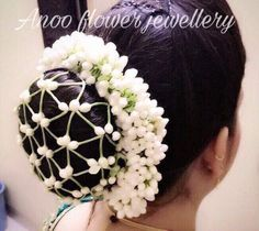 Elegant and designer flower jewellery for your #wedding #haldi #sangeet or #mehendi ceremony.To but contact 9566063678 .#indian #flowerjewelery #anooflowerjewellery #weddingjewellery #shaadi #flowers #tiara #choker #earrings #dohalejevan #hairstyles #gajrastyles #marathiwedding #hairbun