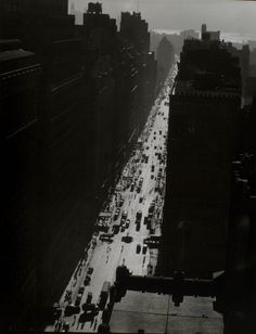 Changing New York: Berenice Abbott's Stunning Black-and-White Photos from the -Seventh Avenue looking south from street Man Ray, Berenice Abbott, Eugene Atget, Photo New York, Ville New York, City Architecture, New York Public Library, Skyline, Looks Cool