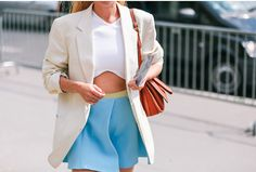 Give your crop combo an elegant twist with a chic blazer. All Fashion, Everyday Fashion, Passion For Fashion, Spring Fashion, Fashion Outfits, Womens Fashion, Fashion Tips, London Fashion, Street Fashion