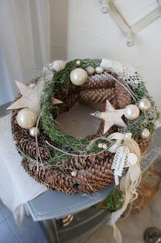 Christmas Design, Christmas Crafts, Christmas Decorations, Xmas, Diy Wreath, Grapevine Wreath, Decor Crafts, Diy And Crafts, Solar Light Crafts
