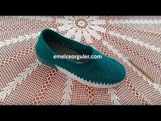Örgü Ayakkabı Nasıl Yapımı - YouTube Crochet Sandals, Crochet Shoes, Flip Flop Sandals, Shoes Sandals, Hand Embroidery Videos, Yarn Crafts, Baby Shoes, Crochet Patterns, Slippers