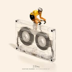 These little people live beautiful life Miniature Calendar ► © Tatsuya Tanaka Conceptual Art, Surreal Art, Merci Gif, Creative Photography, Art Photography, Miniature Calendar, Miniature Photography, Bicycle Art, People Art