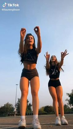 Dance Music Videos, Dance Choreography Videos, Selena Gomez Photoshoot, Funny Adult Memes, Animated Love Images, Gymnastics Workout, Cool Dance, Applis Photo, Gym Workout For Beginners