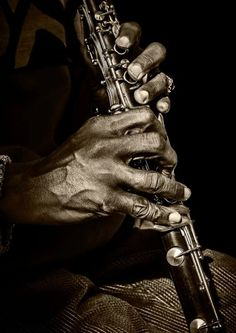 New Ideas For Music Instruments Clarinet Hand Fotografie, Talk To The Hand, Instruments, Working Hands, Hand Photography, Old Hands, Oboe, Sound Of Music, Music Flow