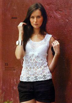 blusa blanca con motivos florales en crochet