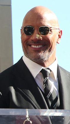 A perfeição humana o homem mais lindo do mundo Dwayne Douglas Johnson é o careca mais sexy do mundo