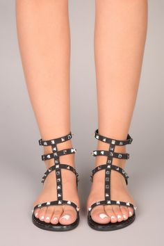 Gladiator Sandals - Make The Feet Satisfied With These Shoe Tips Gladiator Sandals For Men, Sexy Sandals, Studded Sandals, Cute Sandals, Black Sandals, Leather Sandals, Black Shoes, Women Sandals, Summer Sandals
