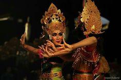 menari photo aksara