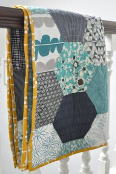 hexagon quilt. Love this colour combo