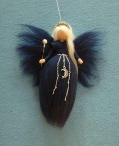 BLUE MOON FAIRY - die Nacht-Fee  Die Puppe ist von meiner Nadelfilz-Soft-Skulptur-Technik handgefertigt. Ihre Maß ist ca. 8 Höhe. Sie kommt in einem