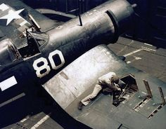 Corsair, Loading the .50 cal. bullets for the three machine guns in each wing