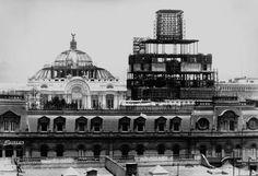 La construcción del Edificio de la Nacional en los años 30, al fondo el inconcluso Palacio de Bellas Artes.