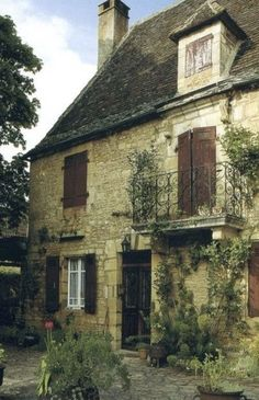 French Country Cottage, French Country Style, French Country Decorating, Cottage Decorating, Cottage Chic, Living Room Decor Country, Country Style Homes, Stone Houses, House Styles