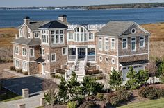 Beach House Exterior Design, Pictures, Remodel, Decor and Ideas - page 8 Houses Architecture, Dream Beach Houses, Traditional Exterior, Foyers, Beach Cottages, My Dream Home, Dream Homes, Dream Big, Exterior Design