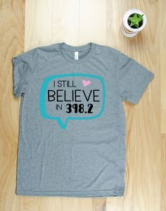 Book Shirts, Club Shirts, Tee Shirts, Tees, Librarian Style, Reading Quotes, T Shirts For Women, Trending Outfits, Cricut Ideas